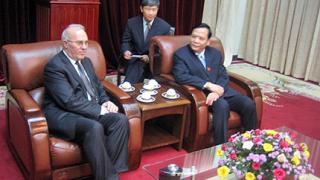Близнаков впечатлен от реформите във Виетнам