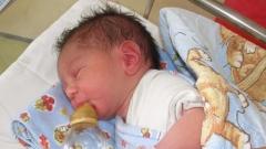 Рекордно малко бебета проплакаха през отиващата си 2015-та