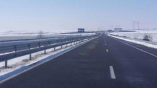 """Пътищата са сухи, на места заледени, ограничения по АМ """"Тракия"""", """"Струма"""" и """"Люлин"""""""