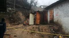 Свлачище едва не срути къща в Кирково