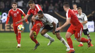 """Вратар спря Германия в контролата със Сърбия, """"белите орли"""" с ненужен червен картон"""