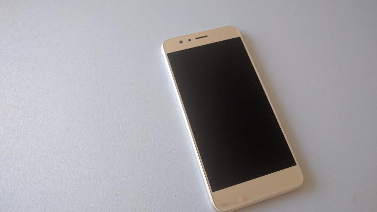 Ревю: Huawei Honor 8 – силен хардуер, стар софтуер