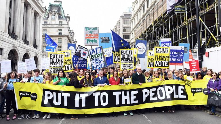 Мнозинството от британците настояват за референдум за сделката за Брекзит