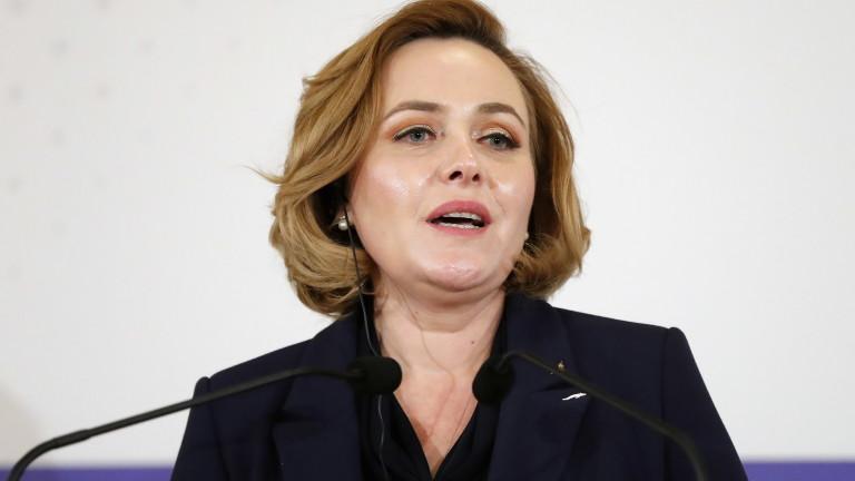 Кармен Дан, която е министър на вътрешните работи на Румъния