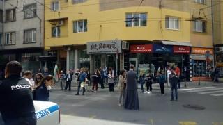 """Протестиращи срещу Гешев блокираха столичната ул. """"Раковски"""""""