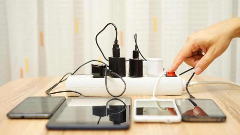 Европейският съюз обяви днес, че ще наложи универсално зарядно устройство