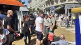 Десетки обгазени граждани и полицаи