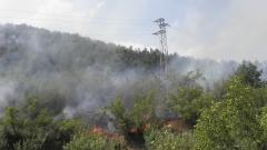 Продължава потушаването на пожара до границата ни с Турция