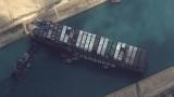 Успяха да помръднат кораба, който блокира Суецкия канал