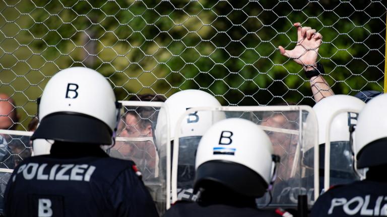 Австрия хвърля войници срещу мигрантите на Балканите и в Северна Африка