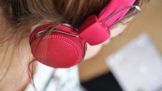 Пускат онлайн уроци по музика за всички класове
