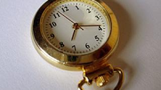 В неделя местим часовниците с един час напред