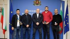 Красен Кралев връчи почетни медали на световните шампиони по ММА