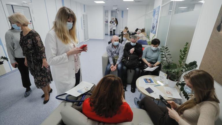 COVID-19: Украйна пак регистрира рекордна смъртност и заболеваемост
