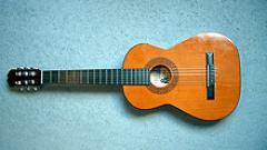Търг предлага 265 винтидж китари