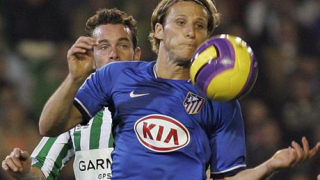 Реал започна преговори и за Диего Форлан