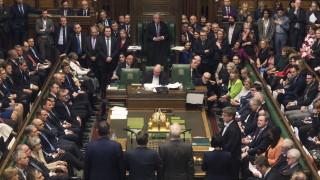 В Лондон депутатите бистрят четири алтернативни решения за Брекзит