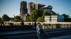 Година от пожара в Нотр Дам, Макрон обеща да навакса забавянето в реставрацията