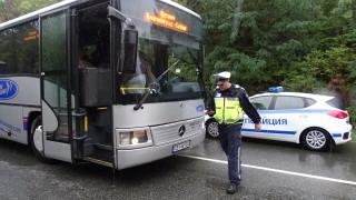 С полицейски ескорт изведоха 3 автобуса с британски туристи от Банско