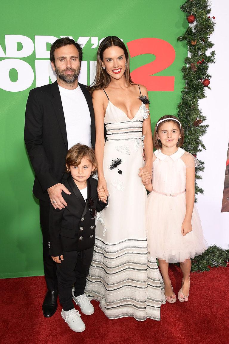 Двойката има две деца - Аня Луис (9) и Ноа Финикс (5)