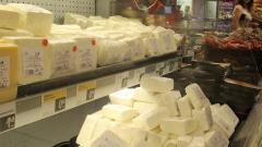 Търсенето на млечните продукти в света остава слабо, запасите растат