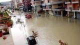 Поройни дъждове и наводнения парализираха Албания, има жертви