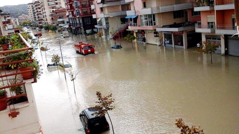 Най-малко един човек е загинал заради поройни дъждове, които са