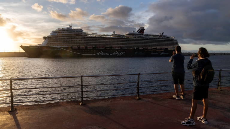 Испания отчете невиждан спад на чуждестранните туристи от 51 г.