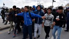 Гърция отложи план за задържане на мигранти