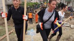 Стотици доброволци нагазиха в калта на Аспарухово