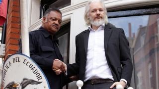 Асандж се предава на британската полиция, ако ООН отсъди срещу него