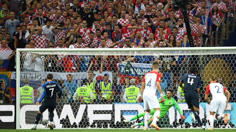 Голмайсторът на Франция Антоан Гризман, който реализира дузпа във финала