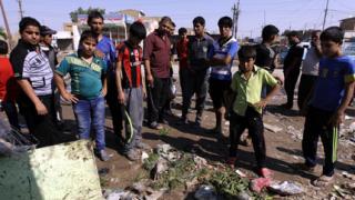 Поредица от взривове в Багдад взе десетки жертви