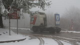 Над 600 машини чистят пътищата от снега