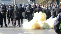 Фенове на Левски и Ботев (Пд) потрошиха автобус, вдигнаха на крак полицията в София
