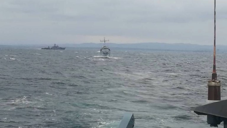 Фрегатите прогонват яхтите
