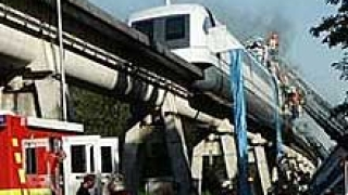 Високоскоростен влак катастрофира в Германия
