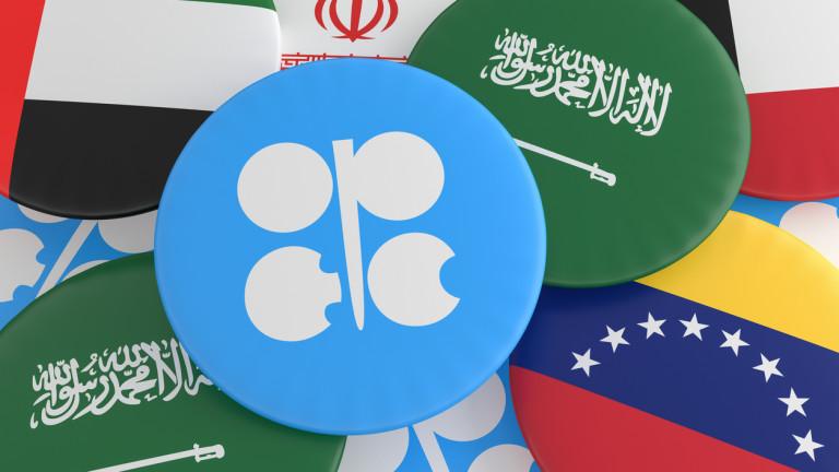 ОПЕК и Русия продължават да ограничават добива, за да държат цените на петрола високи