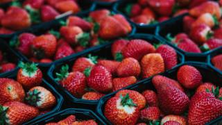 Плодовете и зеленчуците с най-много пестициди