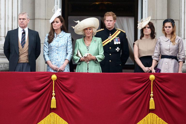 Кейт Мидълтън стои надалеч от Беатрис и Йожени