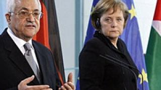 Меркел иска от Абас освобождаването на израелския войник