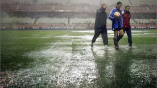 Испанската футболна федерация иска удължаване на първенството