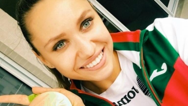 """Разбиха колата на """"златното"""" момиче Рени Камберова"""