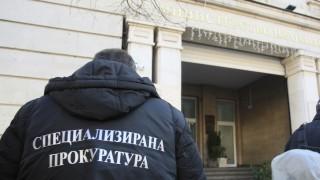 Искат арест за още една жена, участвала в групата на Божков