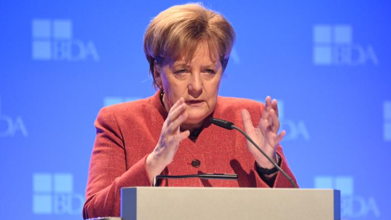 Меркел защитава икономическите реформи на Макрон