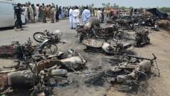 Над 100 загинаха при пожар от катастрофирала цистерна в Пакистан