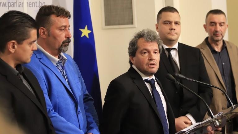 Човек откраднал интелектуална собственост (Асен Василев - б.р.), което е