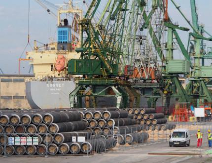 """Нова пратка тръби за """"спрения"""" Южен Поток пристигна във Варна"""