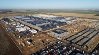 Mercedes влага още €200 милиона в огромния си завод в Полша
