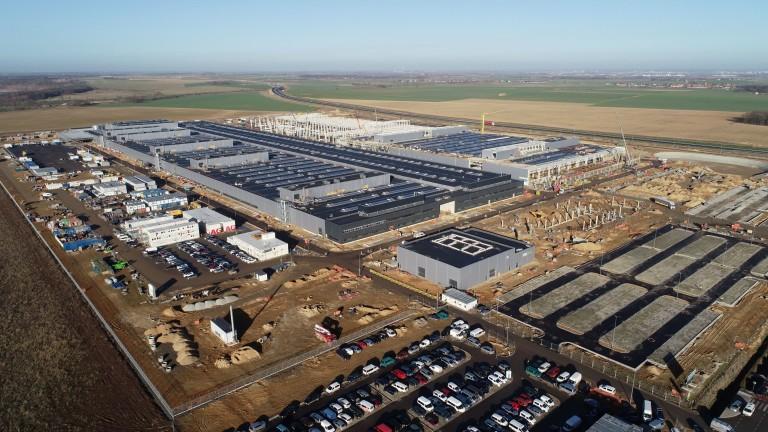 Снимка: Mercedes влага още €200 милиона в огромния си завод в Полша